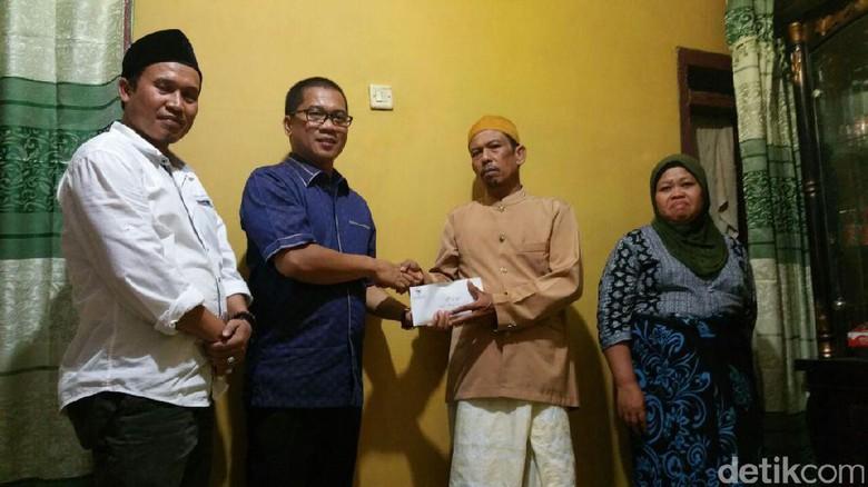 Yandri Susanto dari Fraksi PAN Beri Tiket PP Malaysia ke Keluarga Siti Aisyah