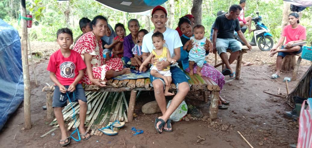 Anggota DPRD PAN Turun Langsung Bantu Korban Gempa Maluku