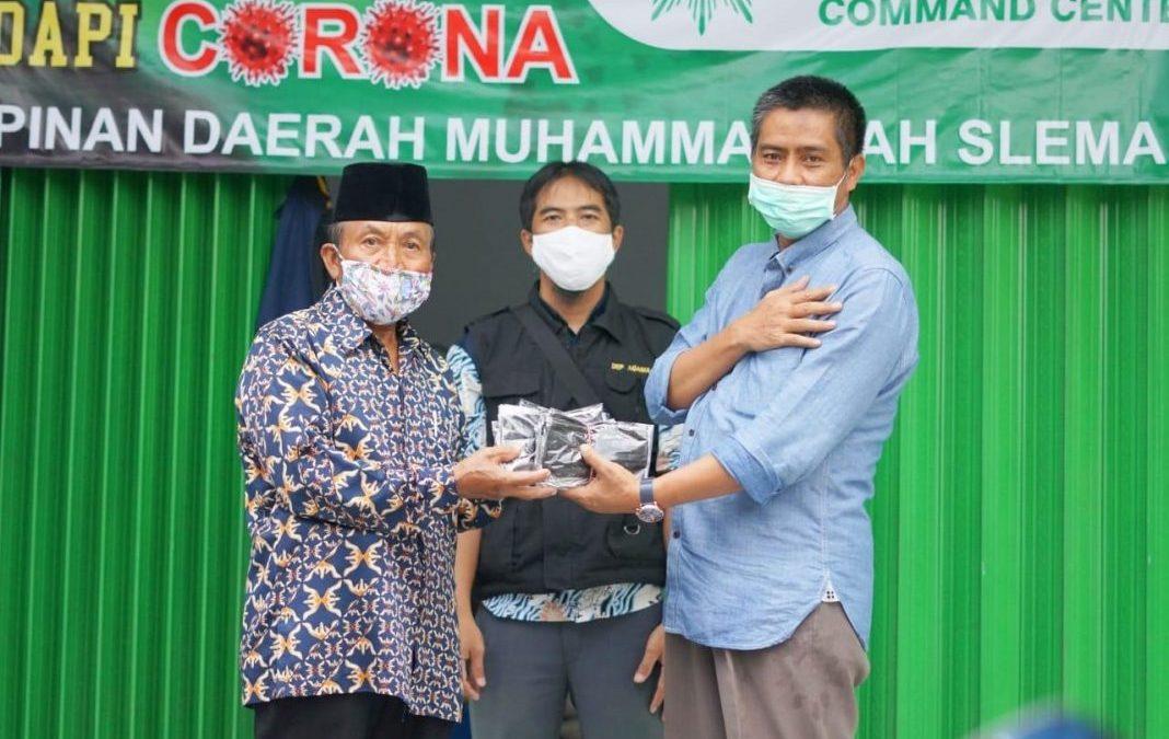 PAN Sleman Bagikan Masker dan Cairan Disinfektan kepada Masyarakat Terdampak Corona