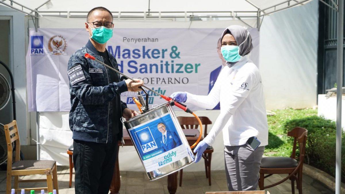 Cegah Penyebaran Corona, Kang Eddy Bagikan Hand Sanitizer dan Semprot Disinifektan