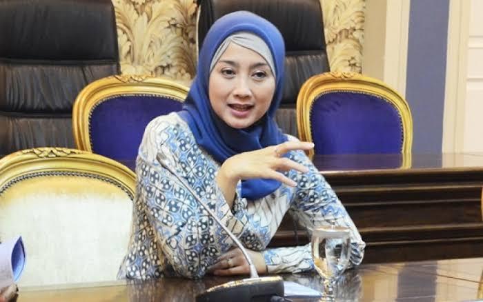 Desy Ratnasari ke Mas Nadiem: Gaji Guru Masih Rp 50.000?